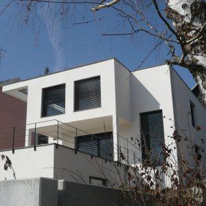 Construction à toit plat - façade avant et balcon