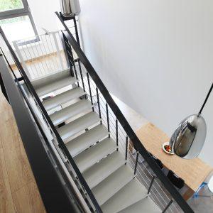 Construction à toiture deux pans - escalier, salle à manger