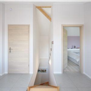 Réhabilitation d'une grange - couloir, chambre et escalier